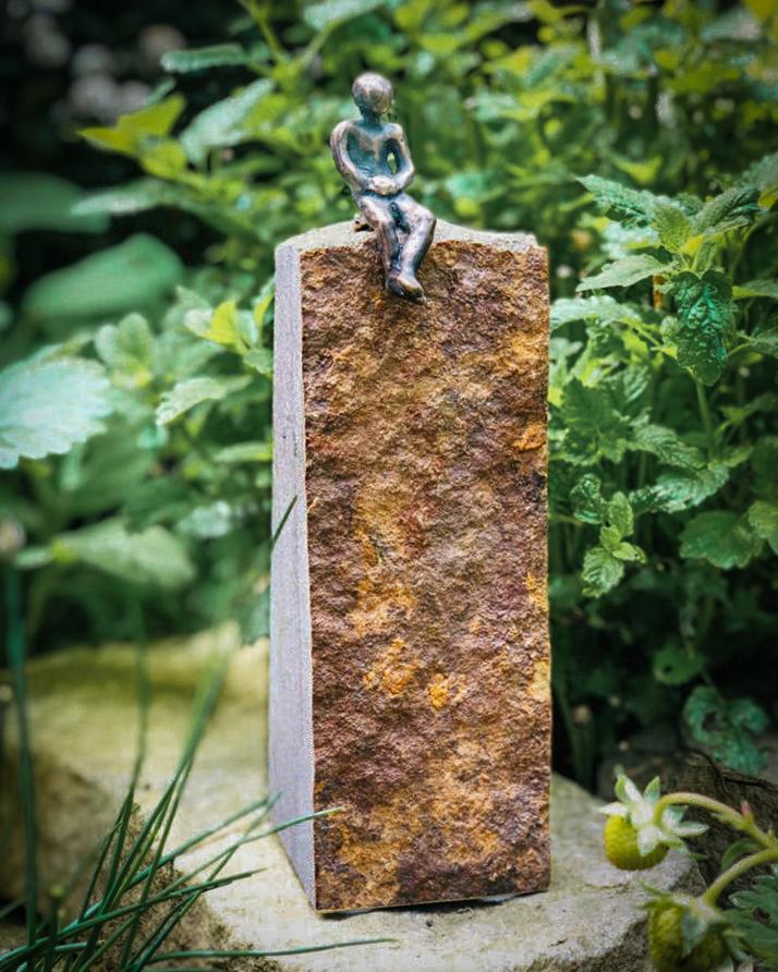 Der Sitzende Skulptur Bronze Sandstein Andreas Magera