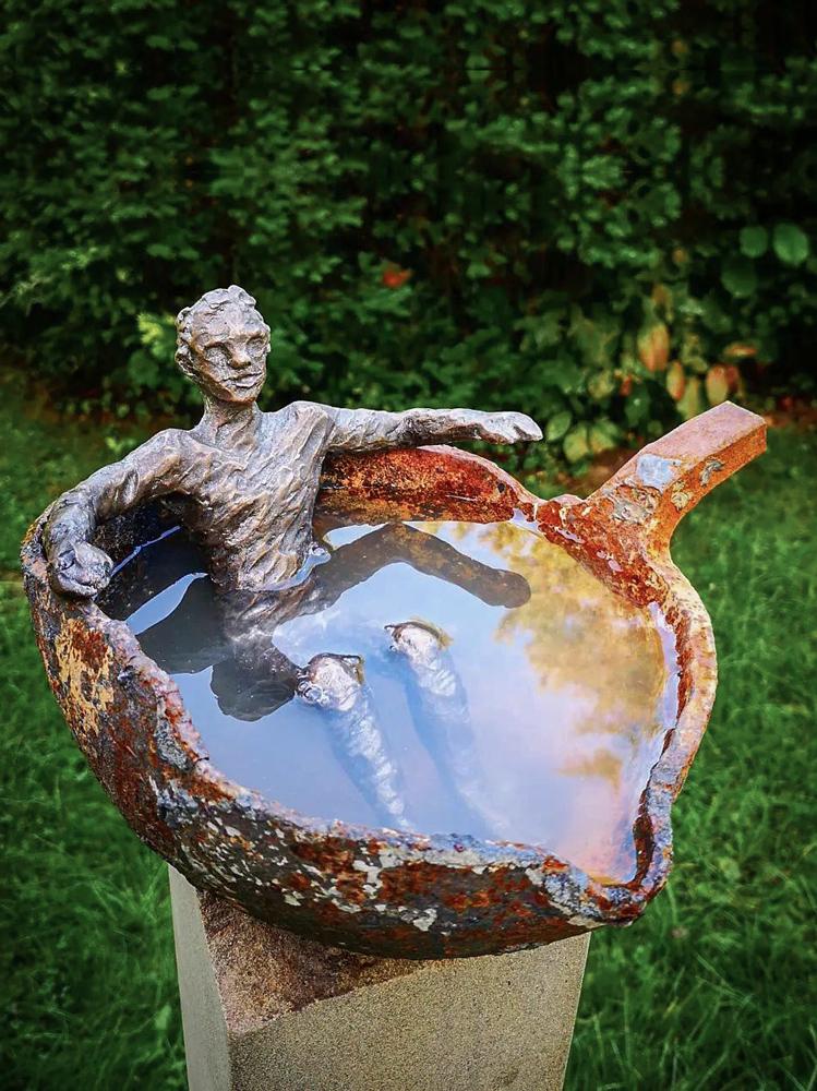 Der Badende Andreas Magera Skulptur Bronze Ruhrsandstein Gusseiserne Pfanne