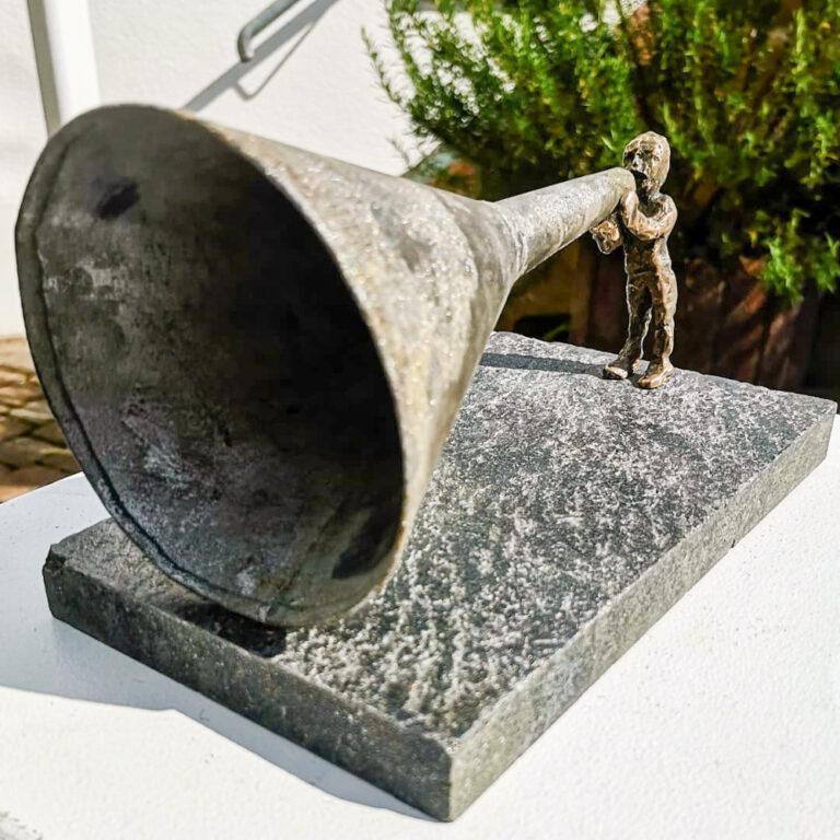 Laut-Sprecher Bronze Stein Fundstück Trichter Skulptur Andreas Magera